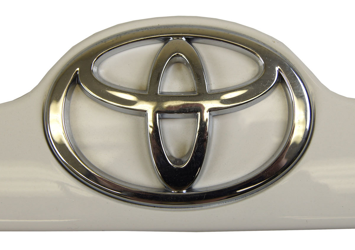 2003 2006 Toyota Corolla Rear Trunk Badge Trim Super White