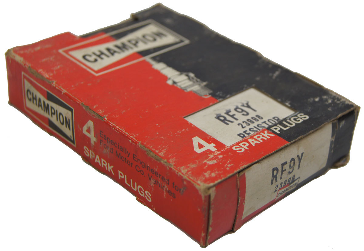 Champion Resistor Spark Plugs Box Of 4 New Old Stock Rf9y
