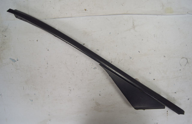 1998-2004 Chevy Corvette C5 Convertible Right Exterior Window Trim Used 10246978