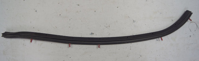2004-09 Cadillac XLR Door Weatherstrip LH Side Seal Lower Pillar Used 10448623