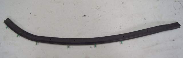 2004-09 Cadillac XLR Door Weatherstrip RH Side Seal Lower Pillar Used 10448624