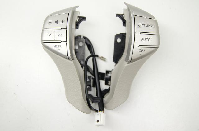 2005-2007 Toyota Avalon Steering Wheel Switch Assembly Lt. Grey New 8425007010B0