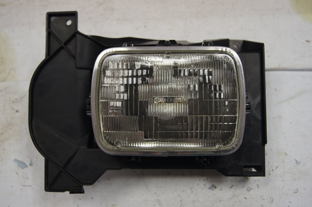 2004-2006 Chevy Colorado Canyon Left Headlight Assembly New 15114777 15044885