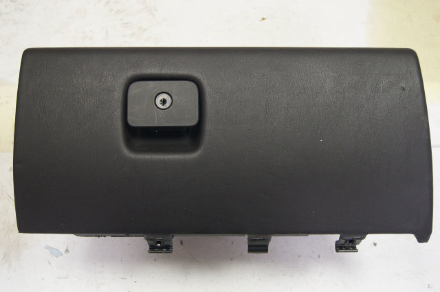 2004 2009 Cadillac Xlr Glove Box Black Used 15913751