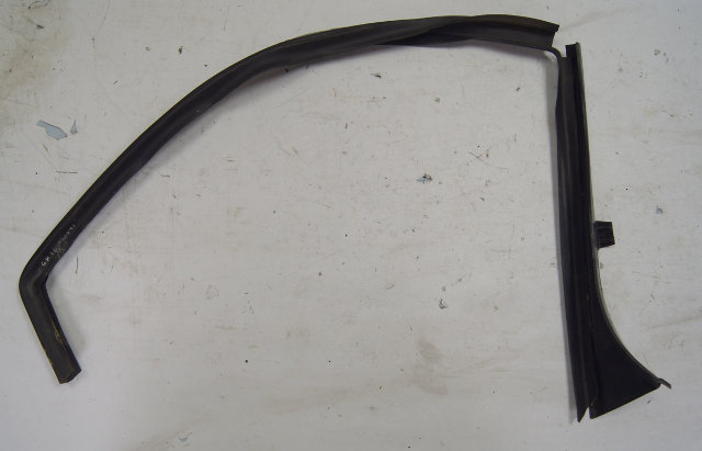 2004 2009 Cadillac Xlr Left Lh Weatherstrip Trim Used Oem
