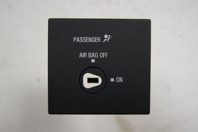 2016-2017 Express & Savana Vans Passenger Airbag On/Off Switch Used 23176154